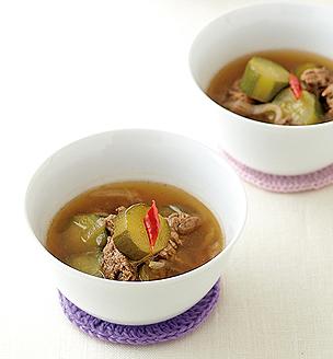 きゅうりと牛肉の韓国風スープ