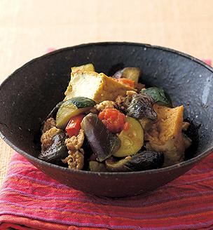厚揚げと夏野菜のカレー風煮込み