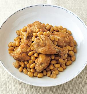 大豆と鶏手羽元の黒酢煮込み