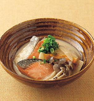 鮭と冬野菜の酒粕煮