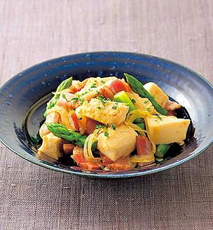 高野豆腐とベーコン、グリーンアスパラの炒め