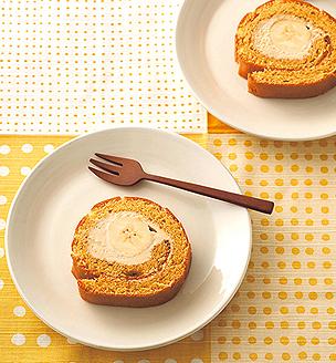 きな粉とバナナのロールケーキ