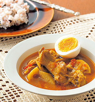 鶏手羽元と根菜のスープカレー