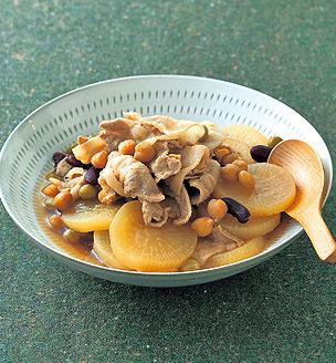 豚と大根、豆の煮物