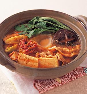 豆腐とキムチの味噌チゲ