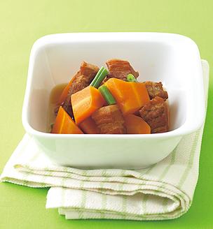 豚バラ肉とにんじんの煮物