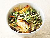 貝割れ菜と焼き薄揚げの和風サラダ