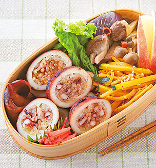 いか飯と 秋色野菜のおべんとう。