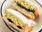 卵&海苔、アボカドのサンドイッチ