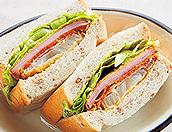 新玉ねぎとハムカツのサンドイッチ
