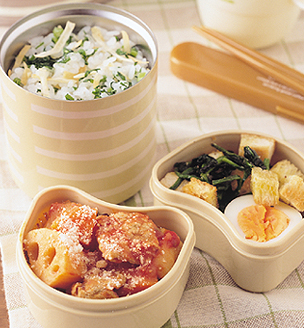 根菜のトマト煮込みと 青菜ごはんのおべんとう。