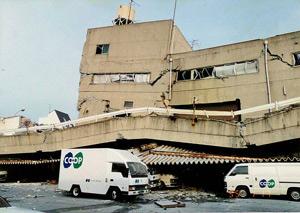 阪神淡路大震災の時のコープ住宅本社
